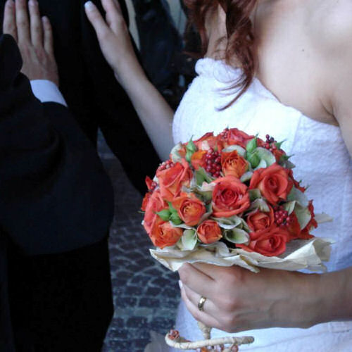 bouquet-fiori-rossi-sposa-terni