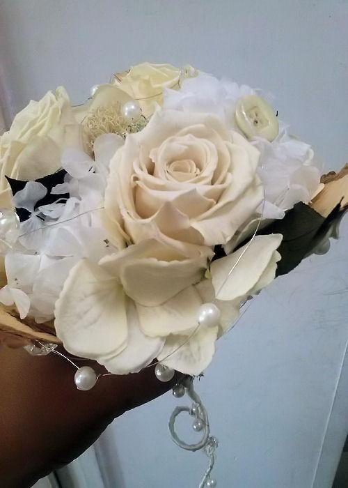 composizione-fiori-rose-bottoni-terni