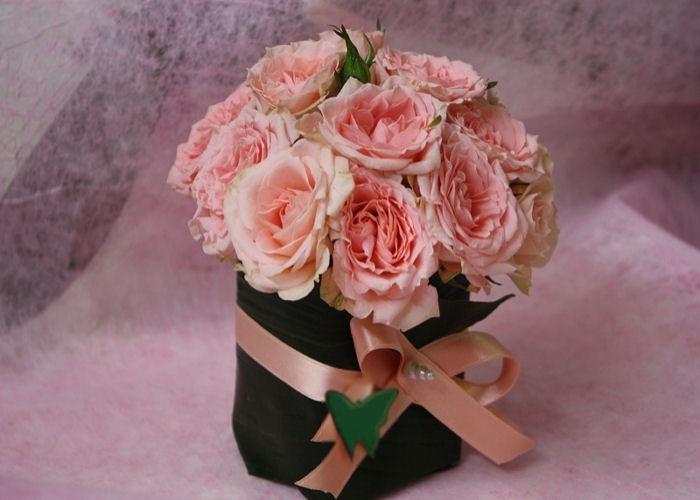 composizione-regalo-rose-rosa-terni